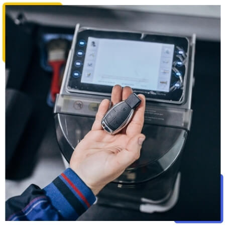 auto locksmith specializing in car key replacement